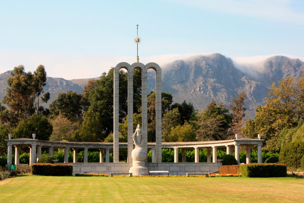 Huguenot-Memorial-Monument