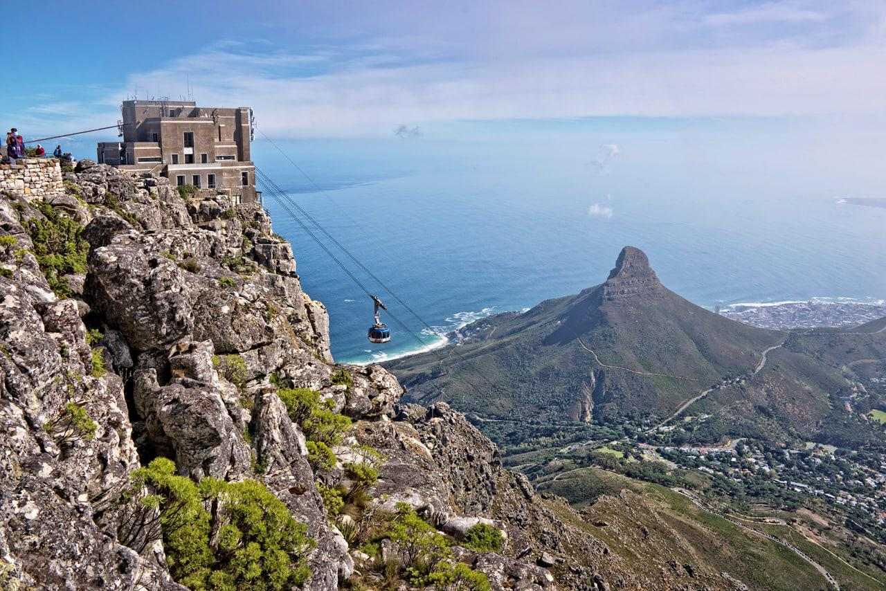 Table_mountain_cable_way_with_lions