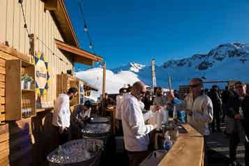 Skiing-holidays-canada